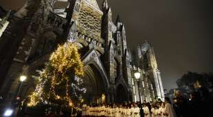 epa02483303 The choristers of the Abbey stand at the lighting of Westminster Abbey's 25-foot Christmas ...