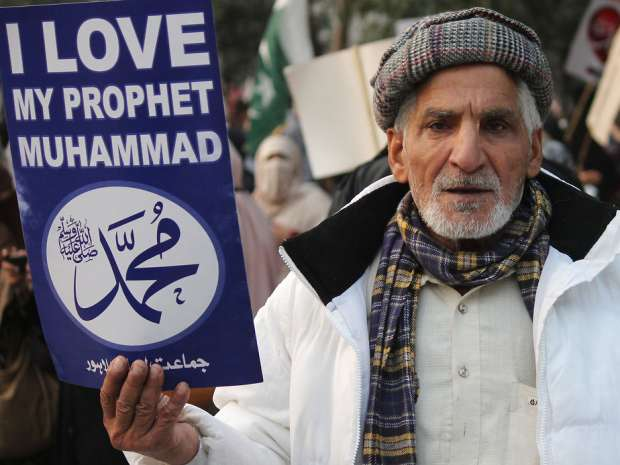 Activists and supporters of Pakistani political and Islamic party Jammat-e-Islami (JI) gather to takes a part ...