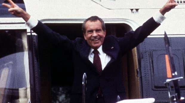WAS05:PEOPLE-NIXON-RESIGN:WASHINGTON,8AUG99 - FILE PHOTO 9AUG74 - Following his resignation,U.S. President ...